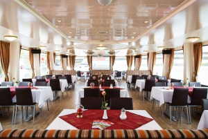 Vienna: Sightseeing Boat Tour with Lunch