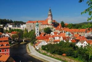 Vienna: Sightseeing Transfer to Prague via Cesky Krumlov