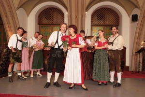 Vienna: Traditional Dinner Show at the Wiener Rathauskeller