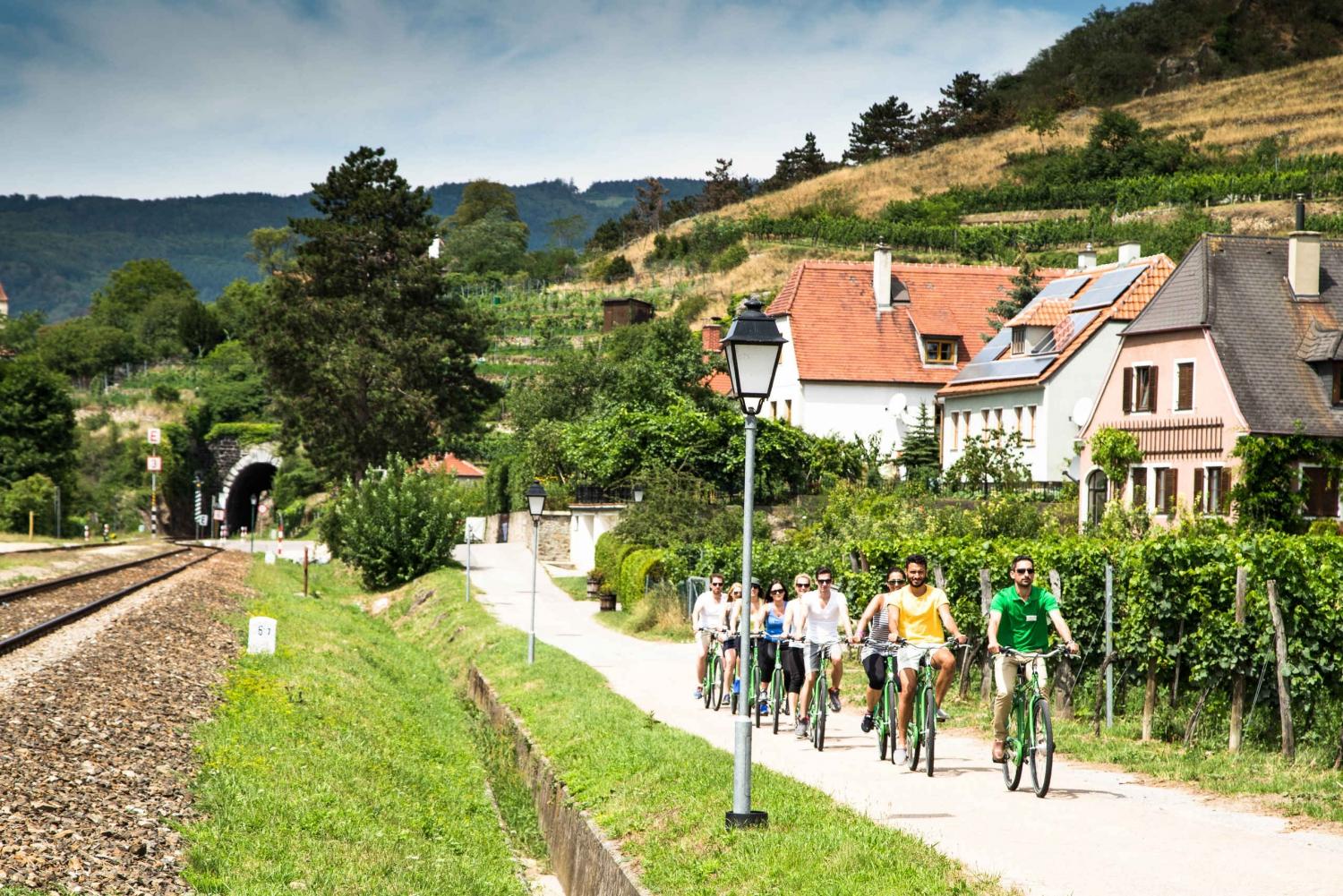 Wachau Valley Full–Day Winery Group Bike Tour