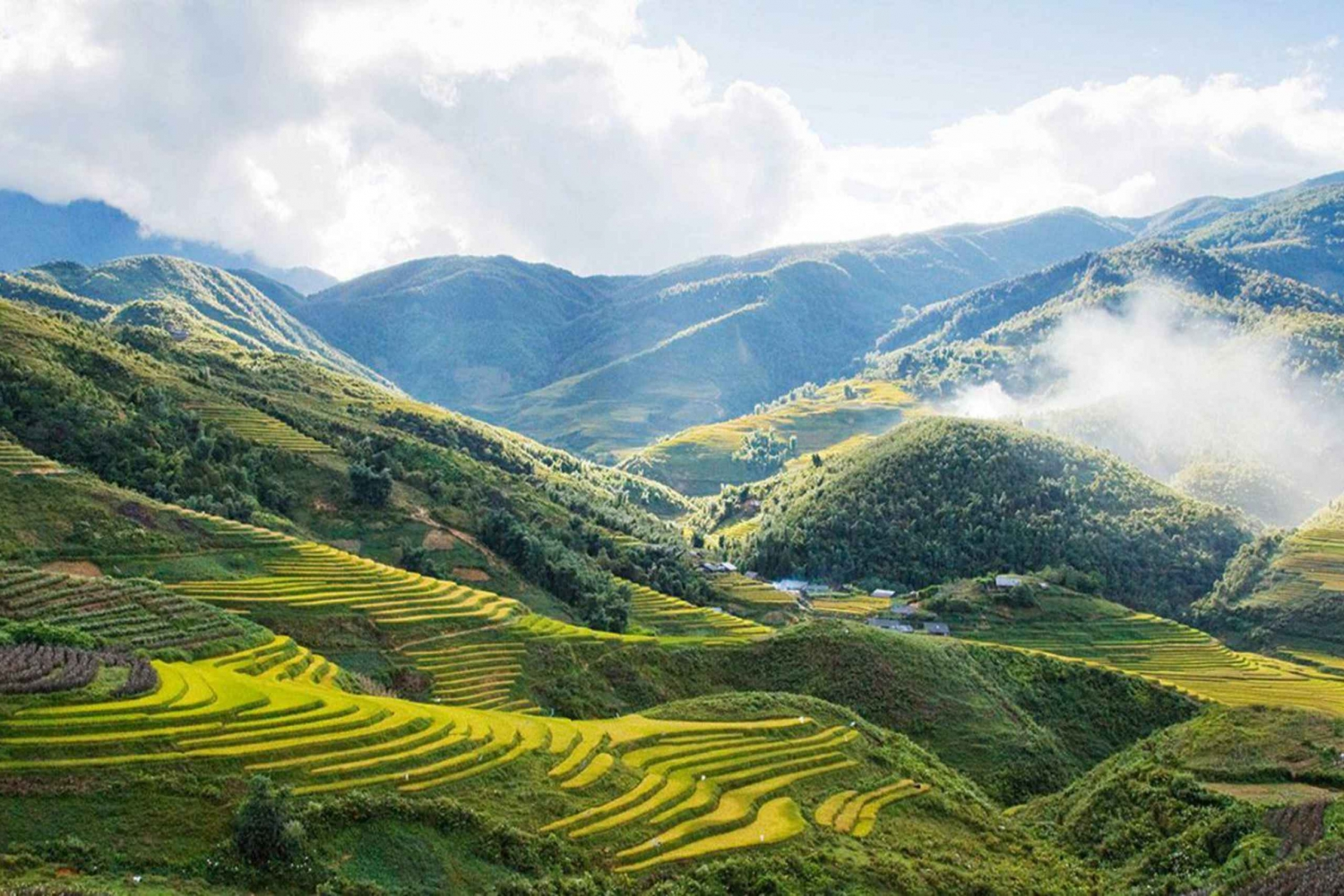 2-Day Overnight Sapa Tour by Bus from Hanoi