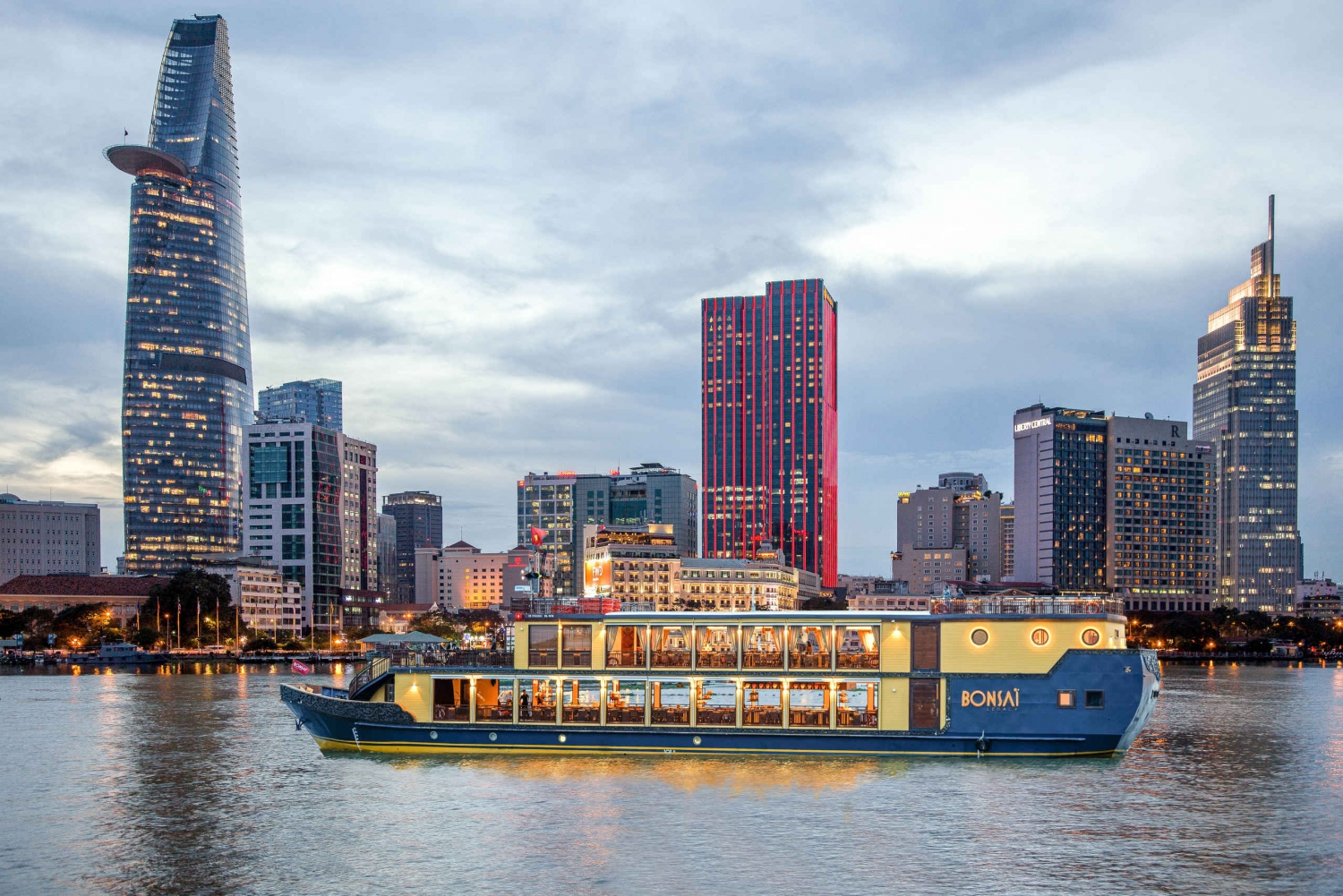 Bonsai Cruise: 2-Hour Dinner Cruise on the Saigon River