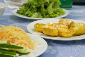 Evening Food Tour with a Local Home Dinner