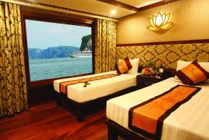 From Hanoi: 2-Day Bai Tu Long Bay Cruise with Kayaking