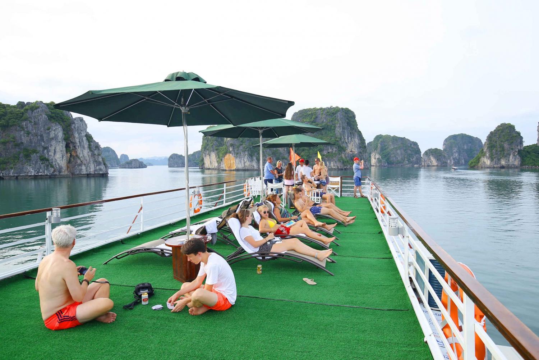 From Hanoi: 2-Day Cruise in Bai Tu Long Bay