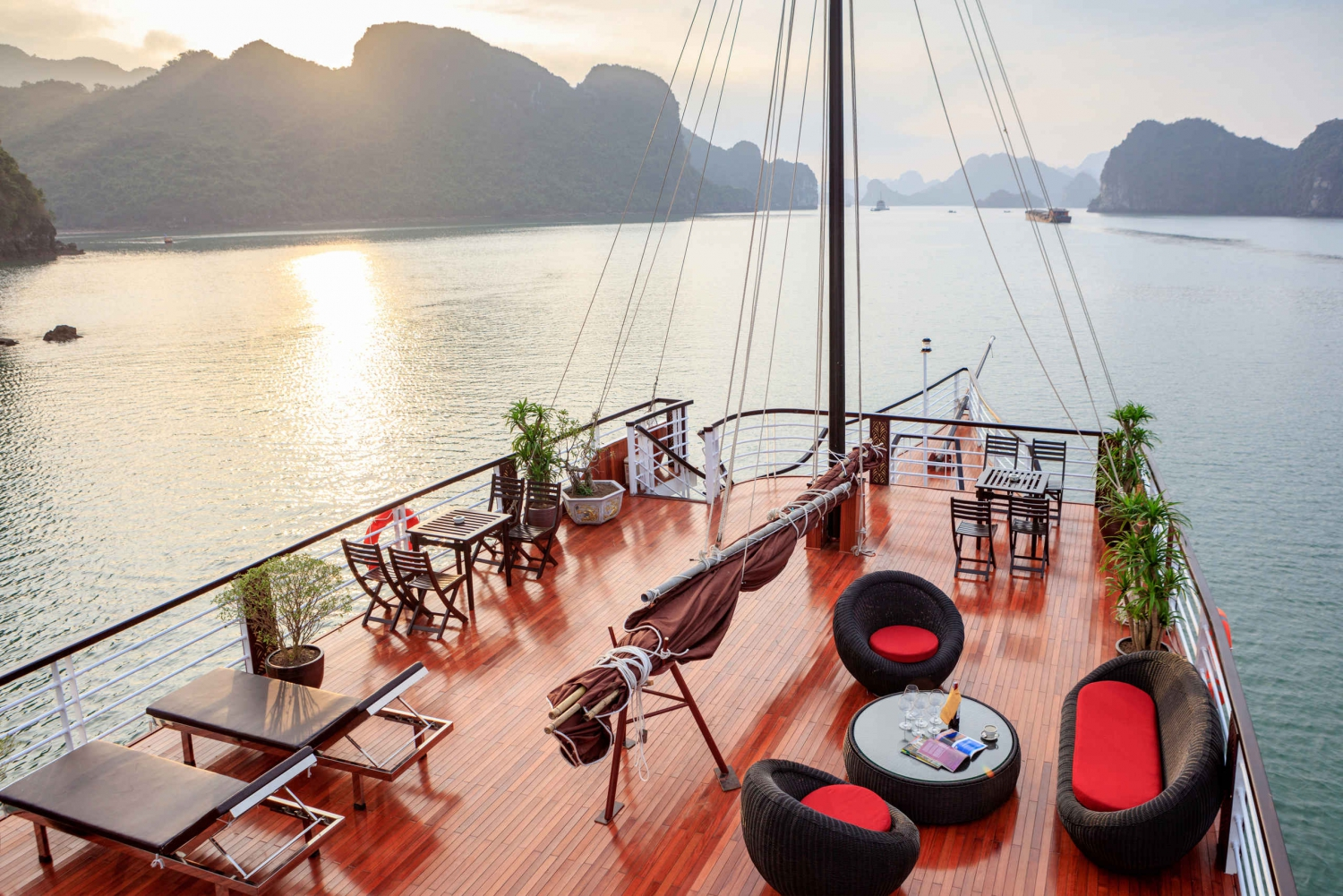 From Hanoi: 8-Hour Halong & Lan Ha Bay Luxury Day Cruise