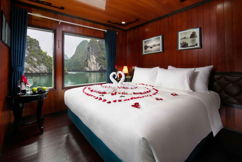From Hanoi: Luxury Flamingo 2-Day,1-Night Cruise