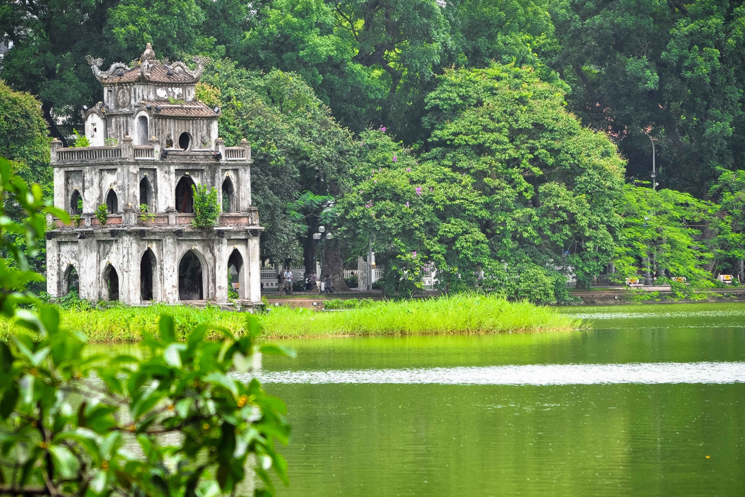 Full-Day City Group Tour to Tran Quoc Pagoda & HCM Mausoleum