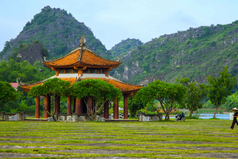 Full-Day Tam Coc and Hoa Lu Tour from Hanoi