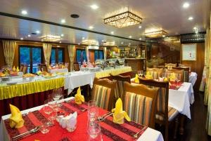 Gray Line Halong Cruise: 2 Days 1 Night Exploring the Bay