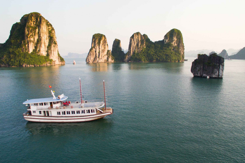 Ha Long Bay: Full-Day Group Tour with Kayaking