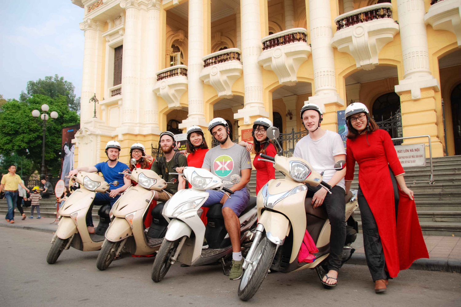 Half-Day Hanoi Foodie Tour by Motorbike