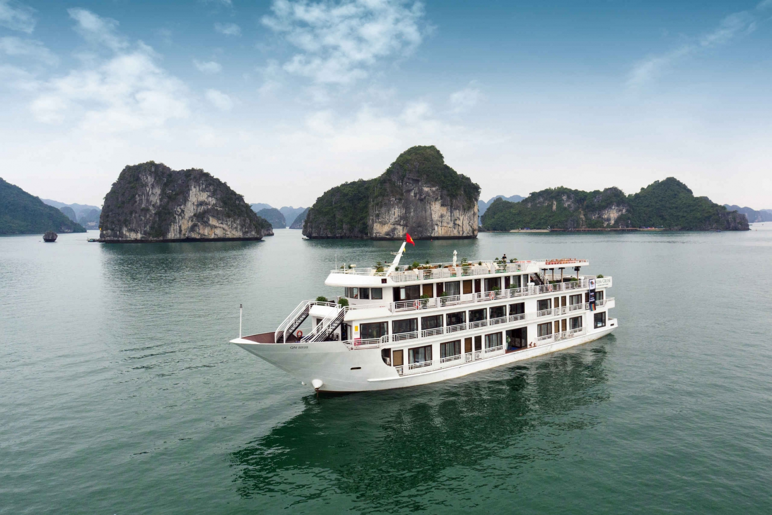 Halong Bay: 2-Day Cruise with Kayaking and a Cooking Class