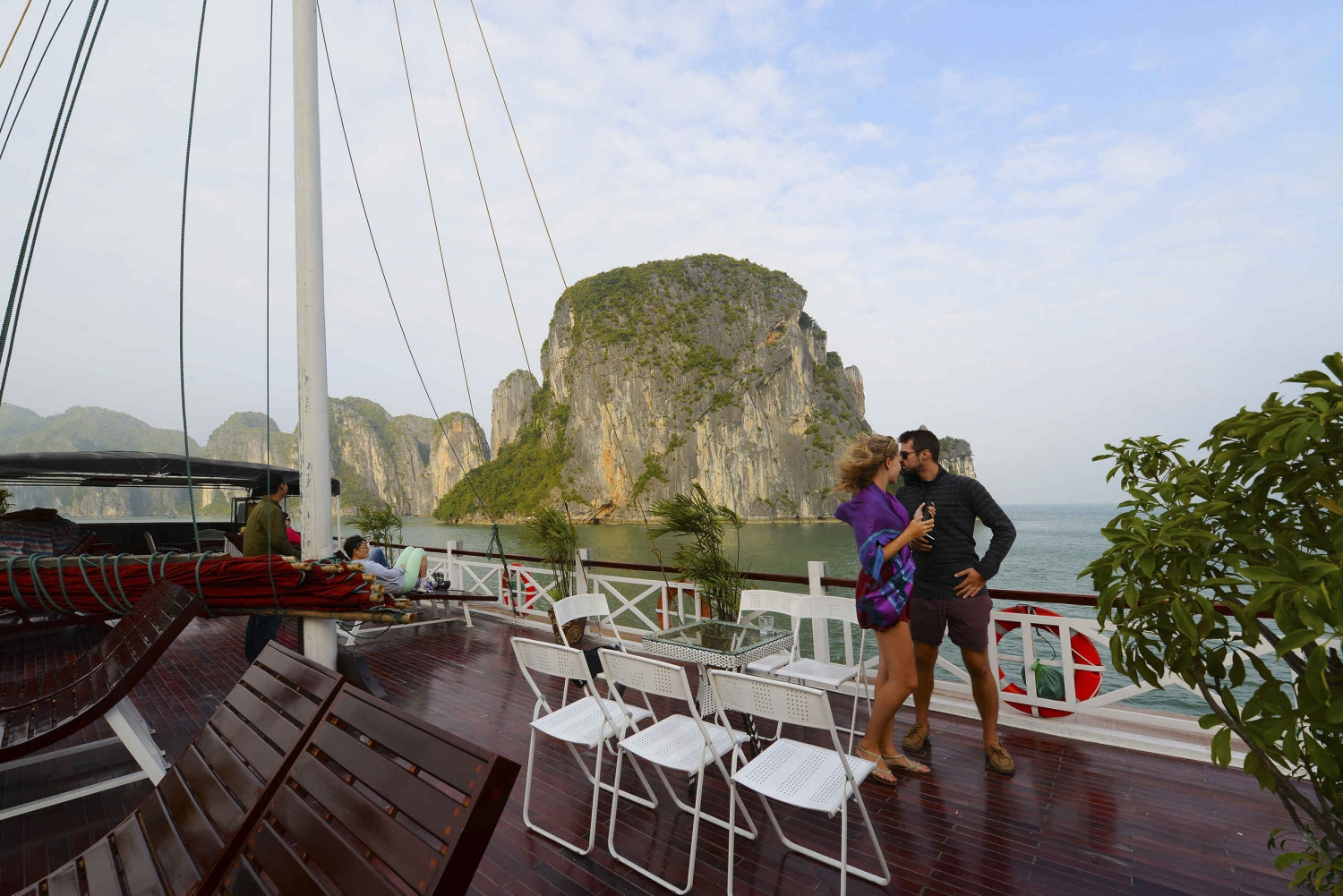 Halong Bay: 2-Day Imperial Legend Cruise with Cooking Class