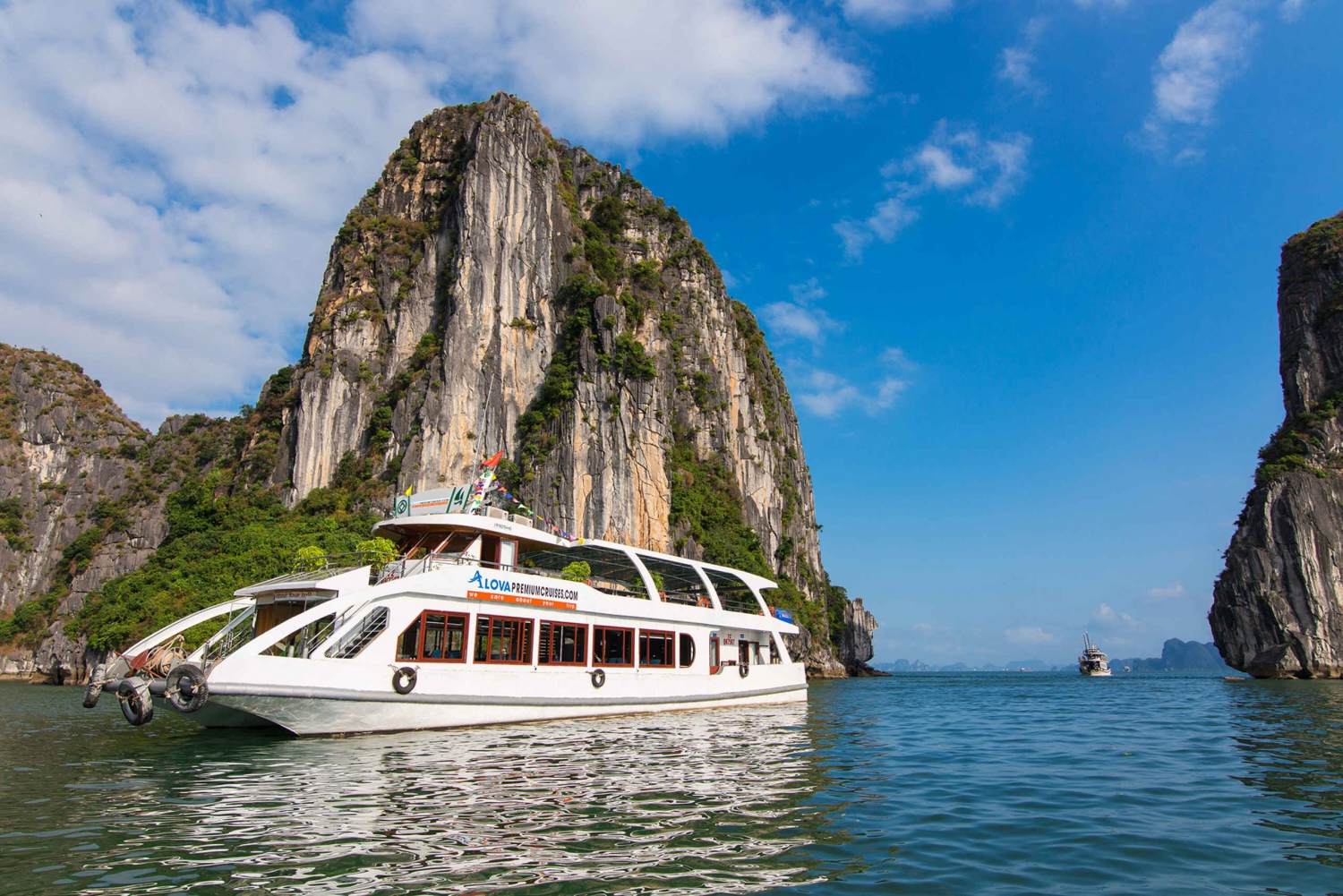 Halong Bay: Full Day Alova Premium Cruise from Hanoi