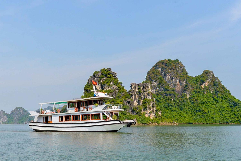 Halong Bay Full Day with Luxury WonderBay Cruises from Hanoi