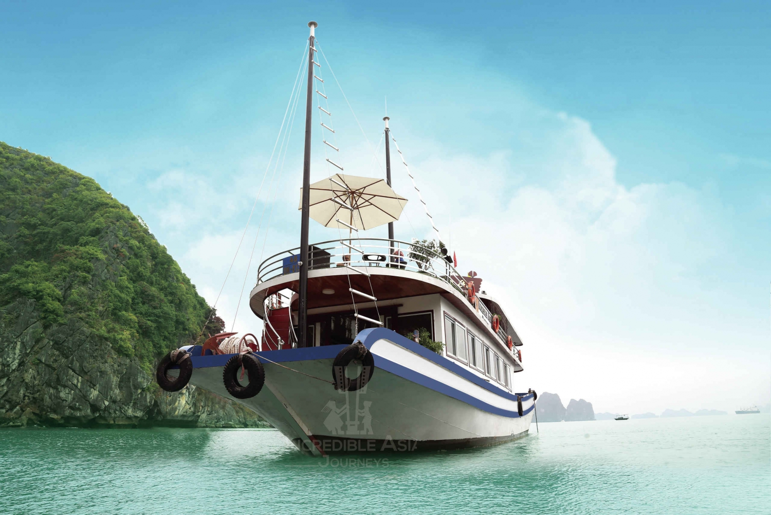 Halong Bay, Thien Cung Cave & Kayak with Incredible Cruise