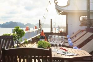 Hanoi: 3-Day Deluxe Ha Long Bay Cruise