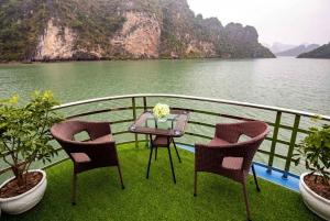 Hanoi: Full-Day Ha Long and Lan Ha Bay Experience