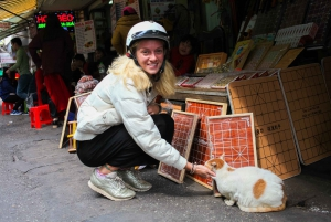 Hanoi: Shopping and Food Market Tour by Motorbike