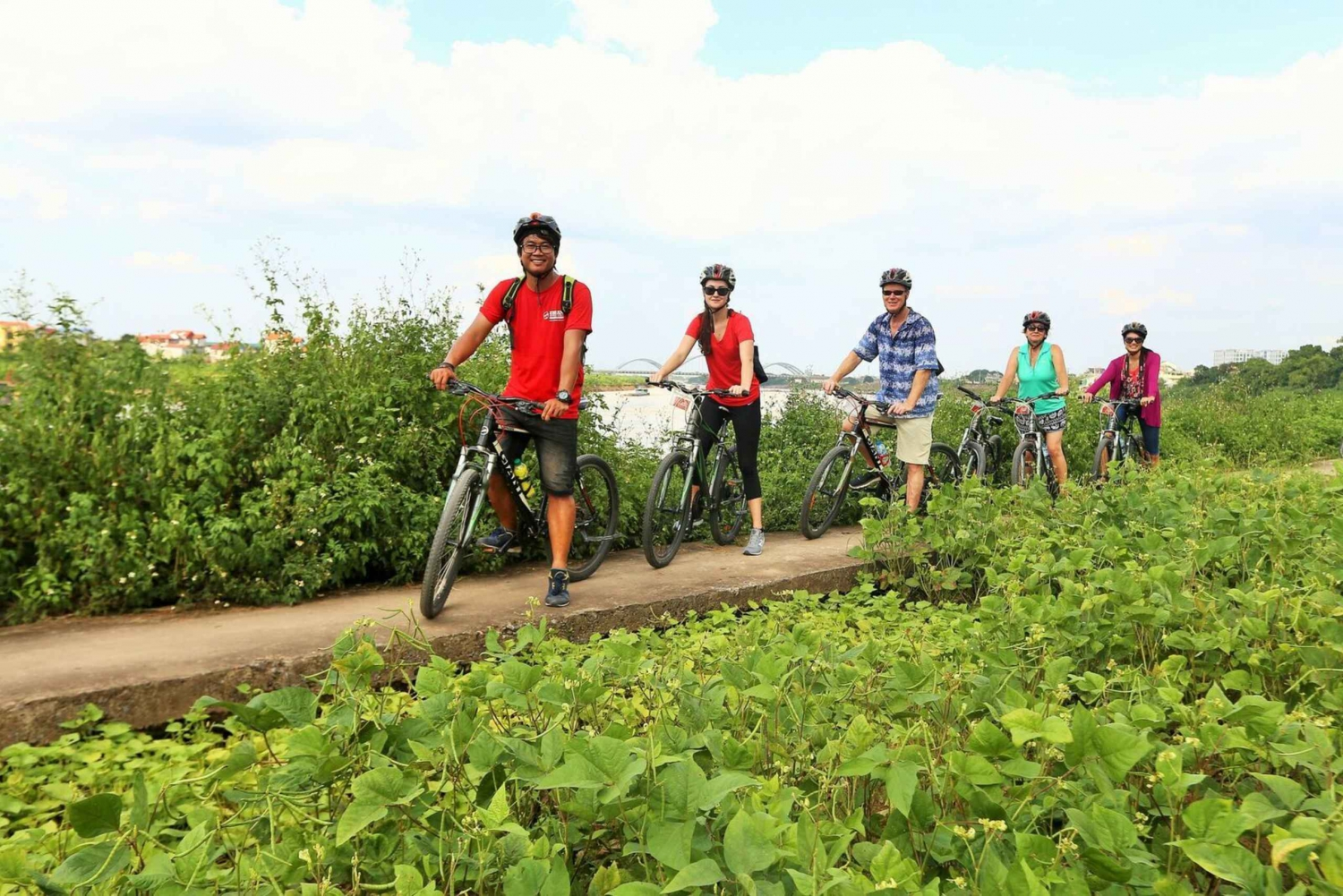 Hanoi: Village Discovery by Bike Small Group Tour