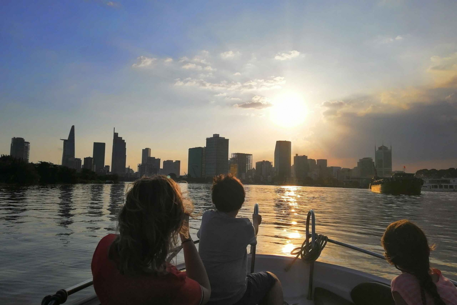 Ho Chi Minh City: Luxury Sunset Speedboat Tour with Cocktail