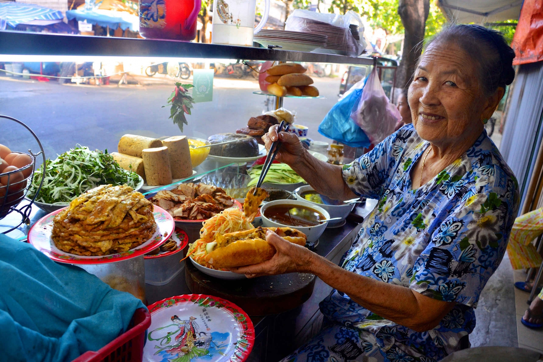 Hoi An: Evening Food Tour by Bike