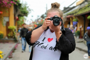 Hoi An: Guided Photo Tour by Scooter with Lunch