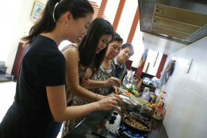 Hoi An: Home Cooking Class with Market Visit