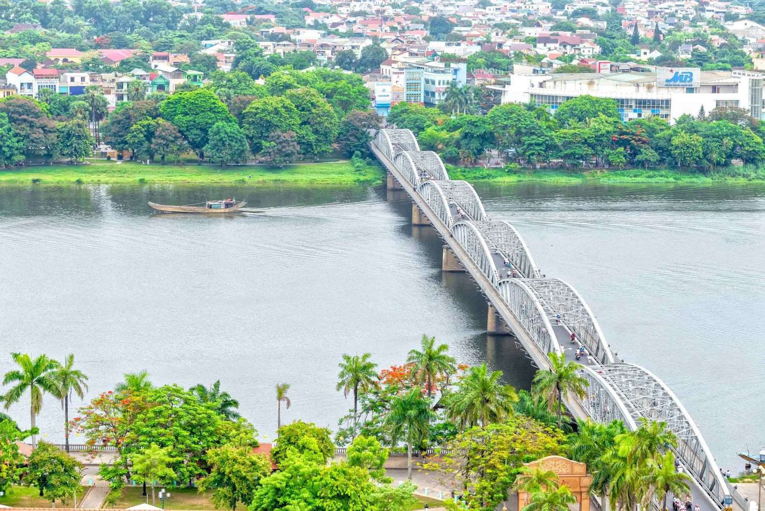 Hue: City Tour and River Cruise with Guide