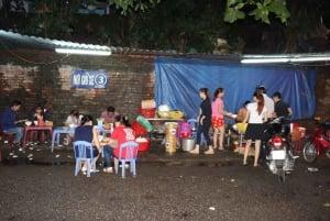 Hue: Royal City Street Eats - Evening Food Tour by Cyclo