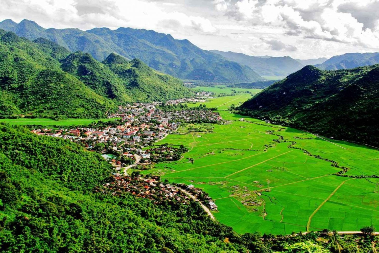 Mai Chau: Full Day Group Tour From Hanoi With Lunch