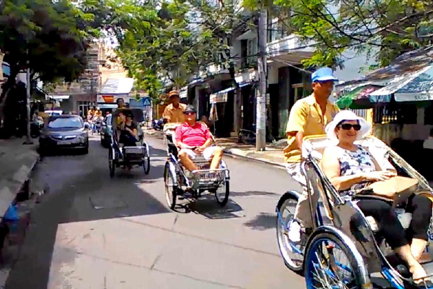 Nha Trang: Night Tour by Rickshaw with Galina Dream Show
