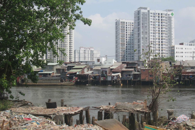 Saigon's Slum Areas: Morning Motorbike and Walking Tour