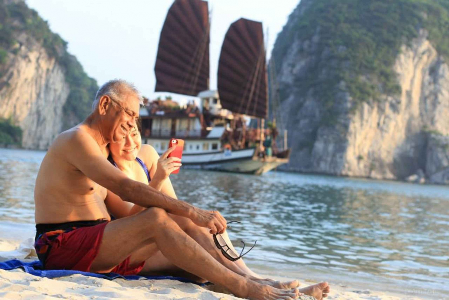 Spectacular Halong Bay 2-Day Tour with Deluxe Cruises