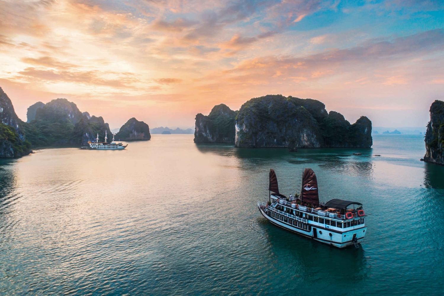 Stunning Bai Tu Long Bay 2 Day w/ Swan Boutique Cruise 4*