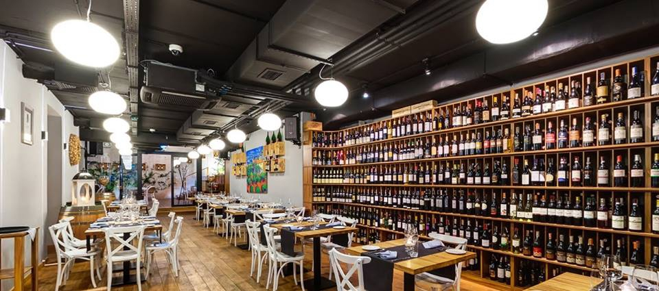 Best Wine Bars in Warsaw