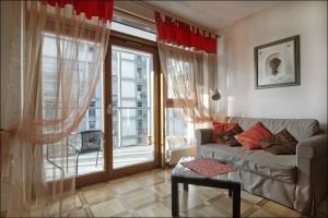 Arkadia 6 Living Room
