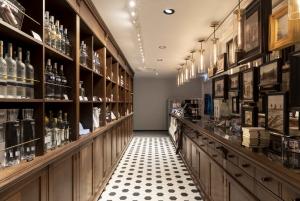 Warsaw: Polish Vodka Museum Tour with Tasting