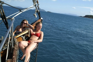 Airlie Beach: Full-Day Sail to Whitehaven and Snorkeling