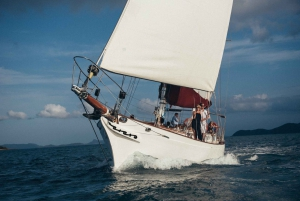 Airlie Beach: Whitehaven Beach Sailing and Snorkeling Tour