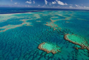 From Airlie Beach: 1-Hour Whitsunday Islands Scenic Flight