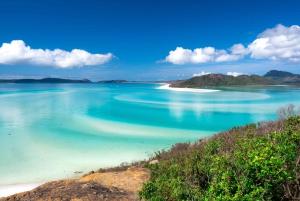 From Airlie: Whitsundays Full-Day Catamaran Sailing Trip