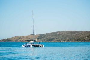 Hamilton Island: Whitehaven and Chalkies Sail & Snorkel Tour