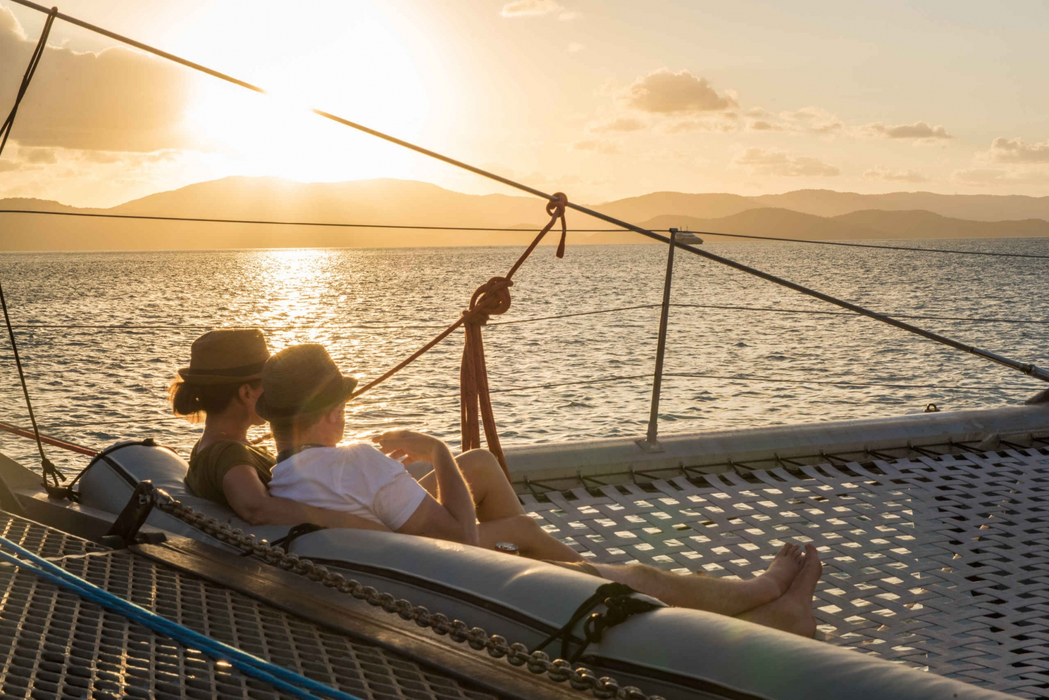 Hamilton Island: Whitsundays Sunset Sail with Refreshments