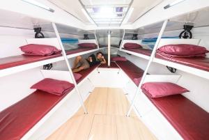 Whitsunday Islands: 2 or 3-Night Sailing Yacht Adventure
