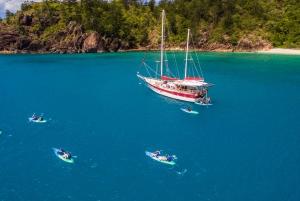 Whitsundays: 2-Day, 1-Night Sail, Snorkel and Kayak