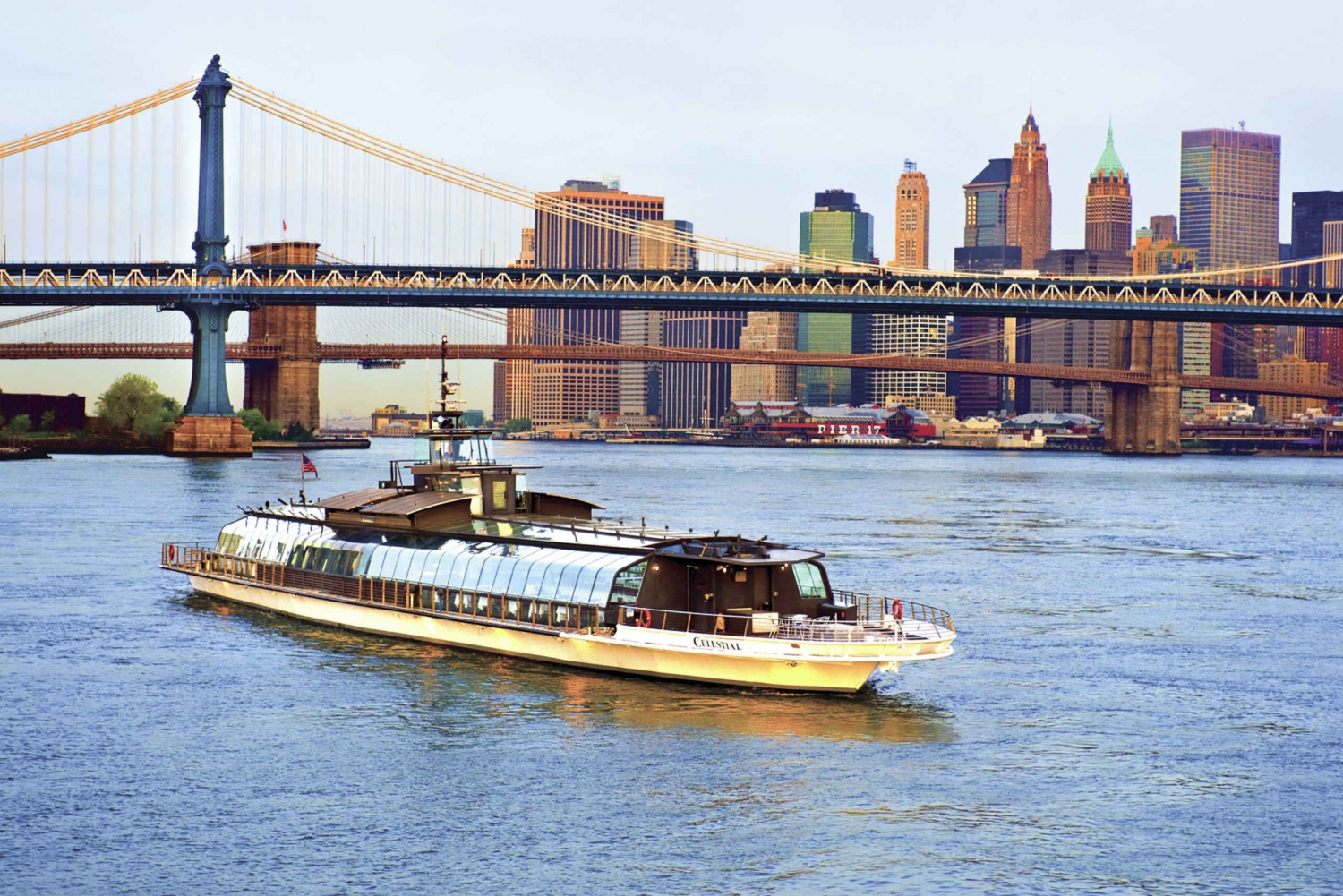 Bateaux New York 2-Hour Luxury Sightseeing Lunch Cruise