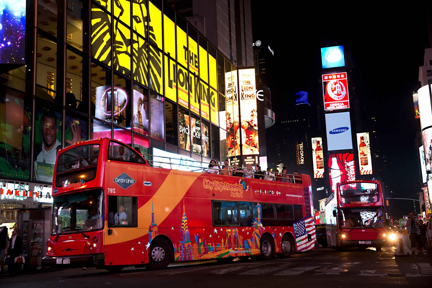 New York City: Night Tour by Bus and Entry to 1 Attraction