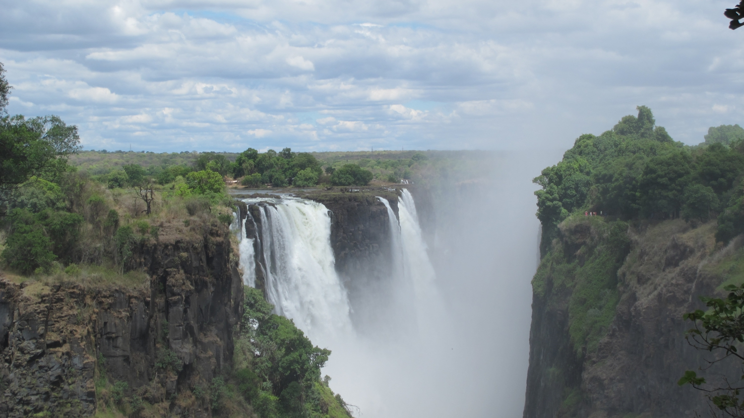 ZC&S 7 Night Victoria Falls Hwange & Cruise Set Departure Circuit
